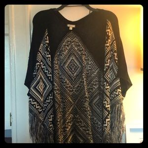Black and white patterned cover-up (sleeveless)
